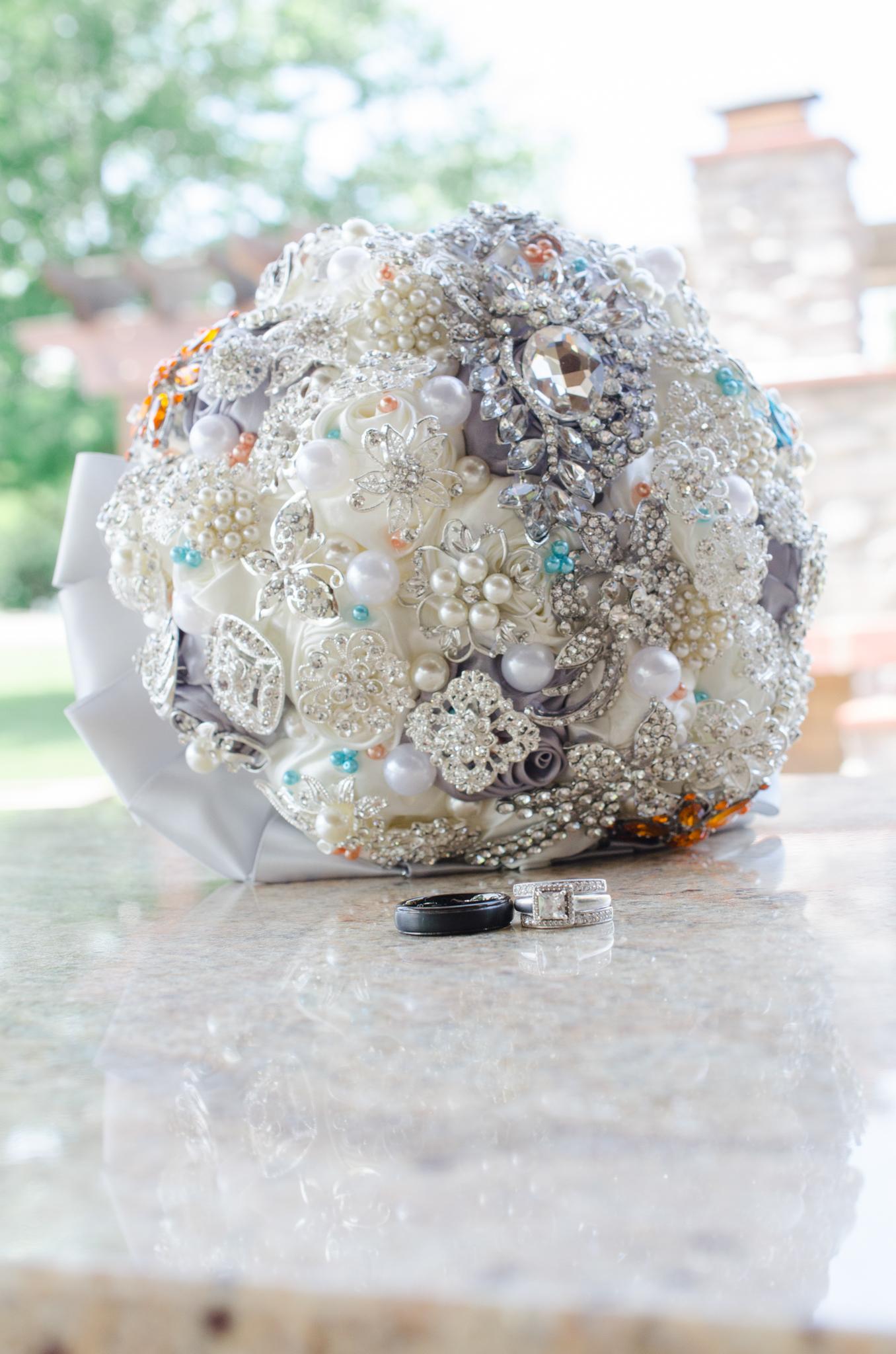 ring shot, bouquet, kentucky wedding, kentucky bride
