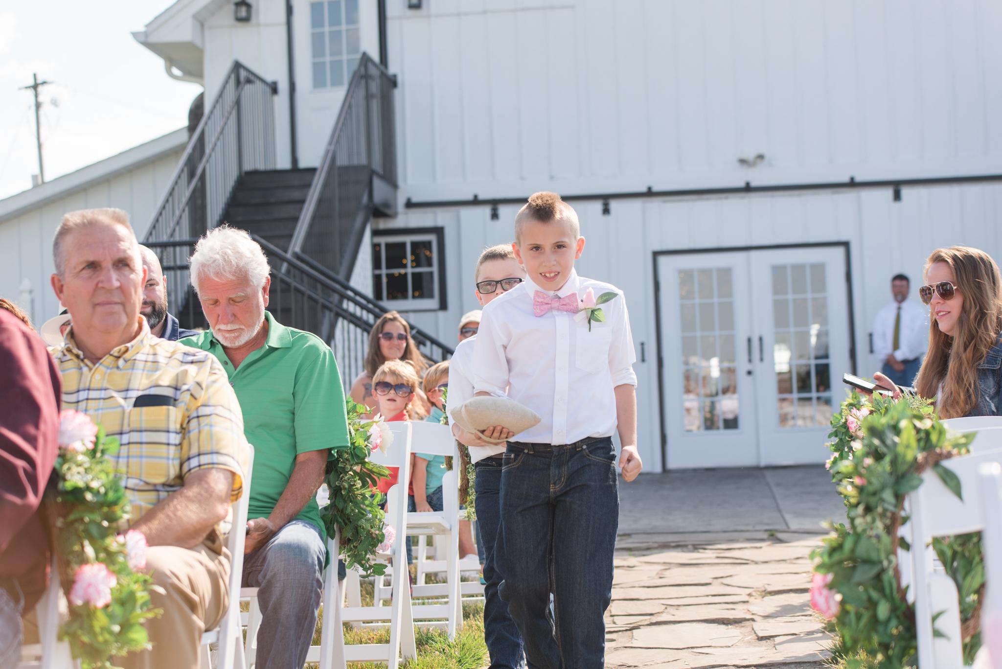 barn wedding, KY wedding, outdoor wedding, Dry Ridge, Lexington, Somerset, Winchester, Mt Sterling, Ashland, West Chester