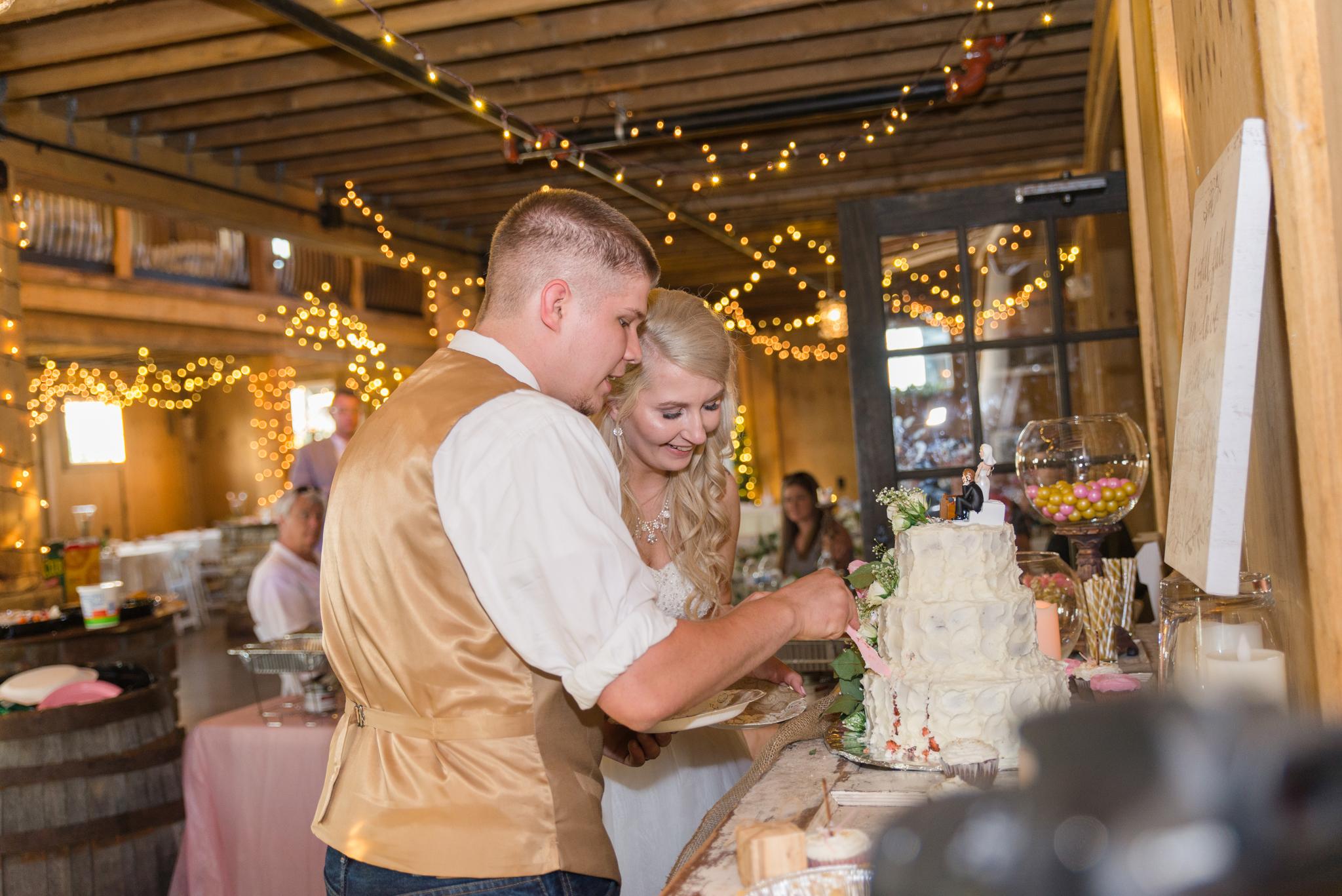 Kentucky, KY wedding, barn wedding, cake, Josephina Event Venue, Dry Ridge, Louisville, Lexington, Somerset, Ashland, Morehead, Winchester, Mt Sterling, West Chester