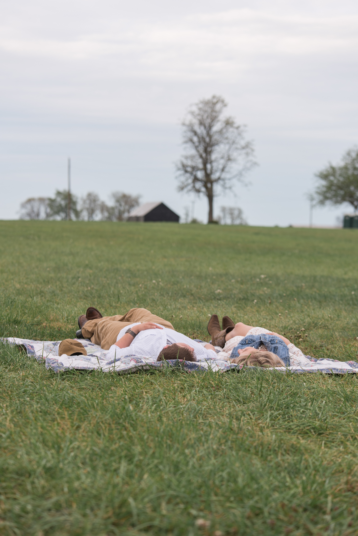 Lexington KY engagement photo of couple on picnic blanket