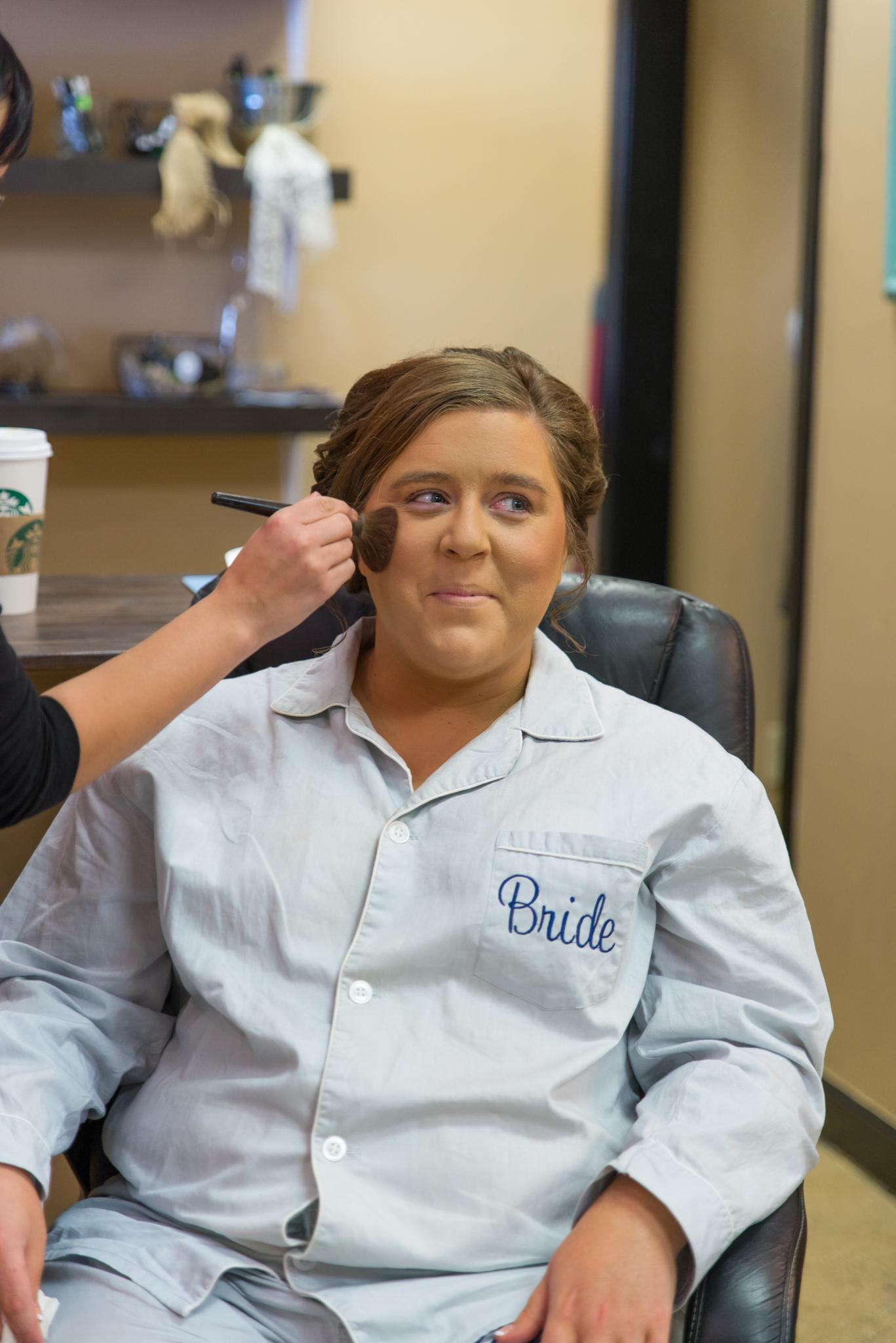 Gatlinburg TN bride getting her makeup done