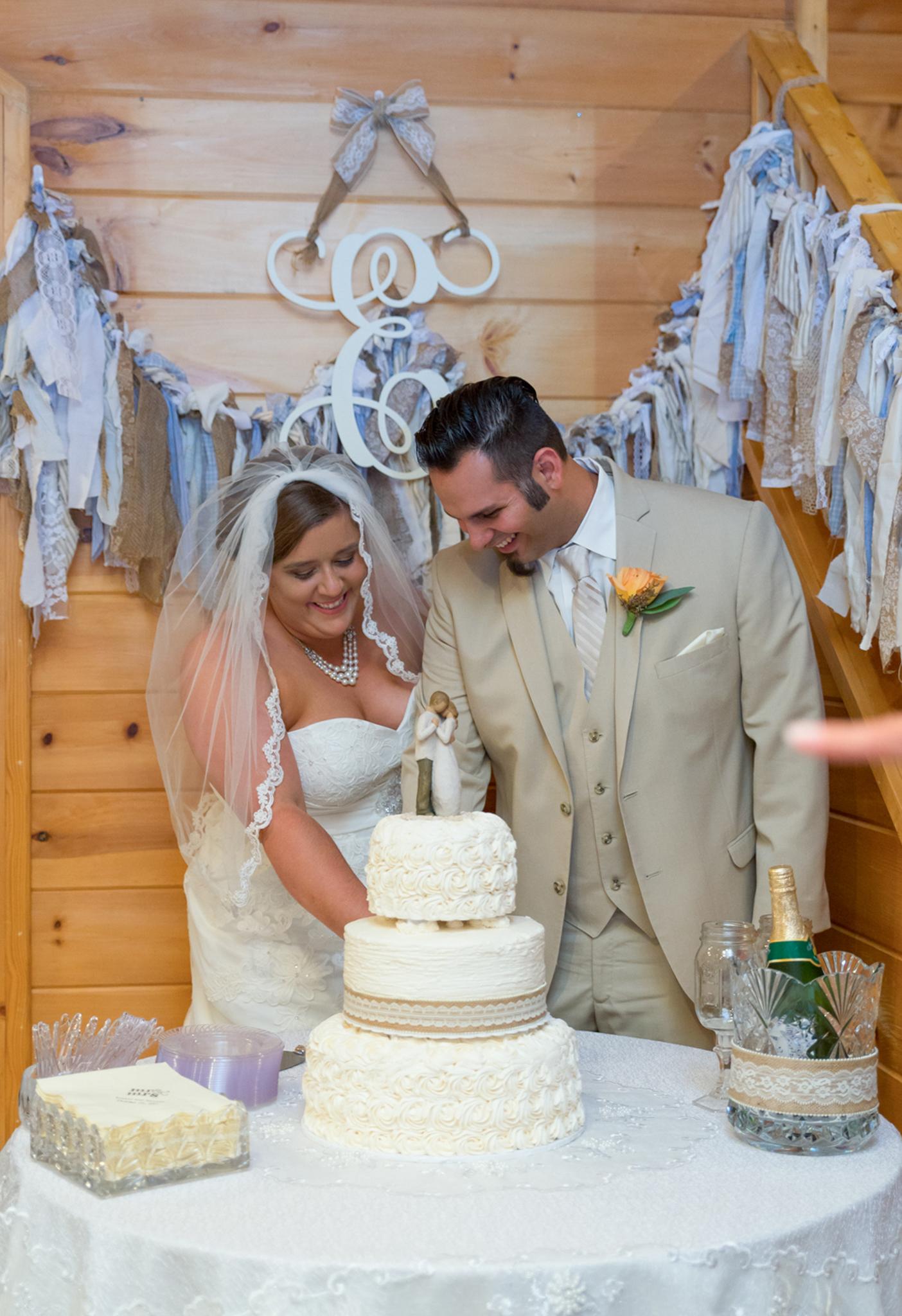 Bride and Groom cutting cake at Gatlinburg wedding