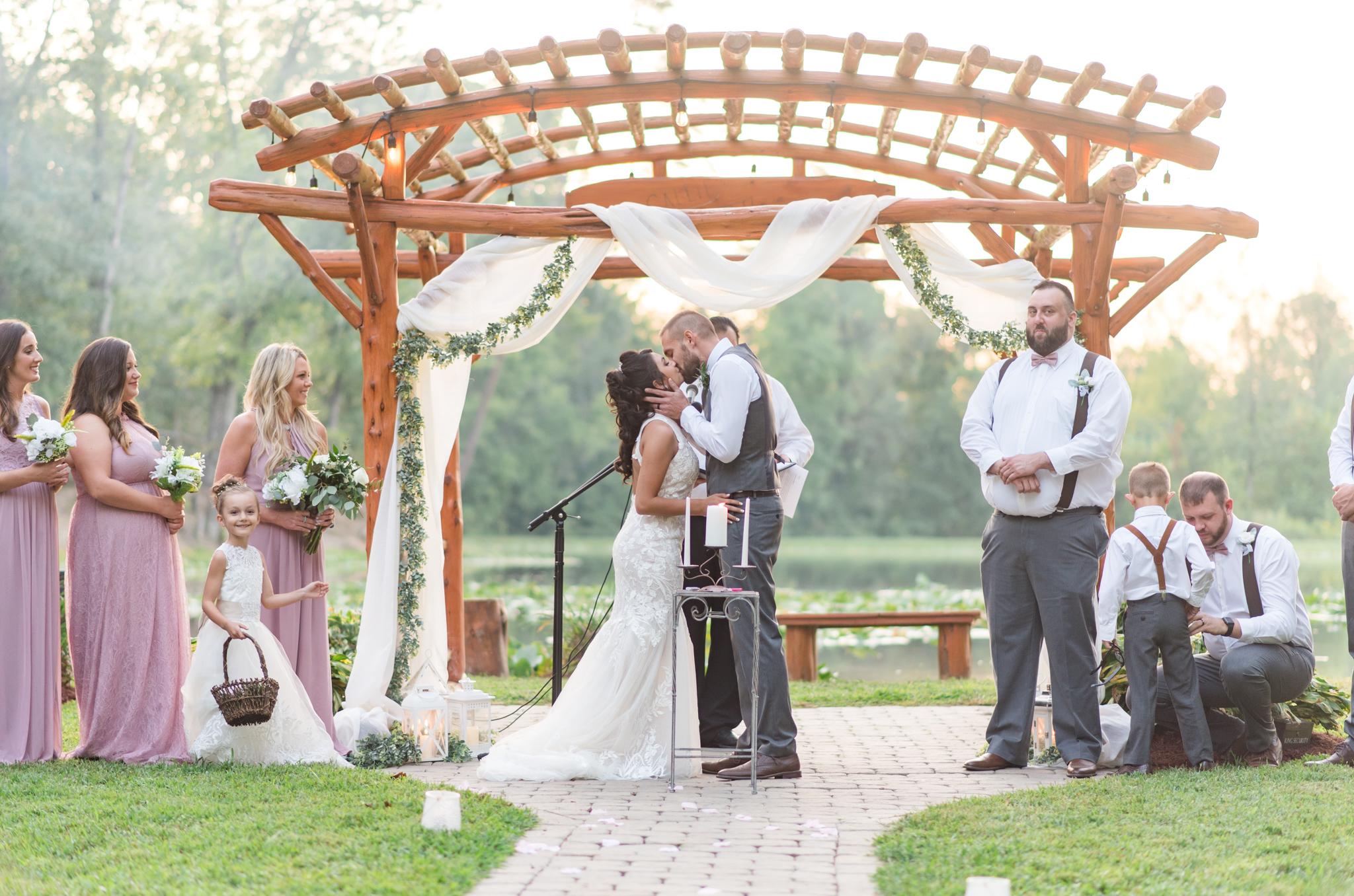 first kiss, wedding, kentucky bride