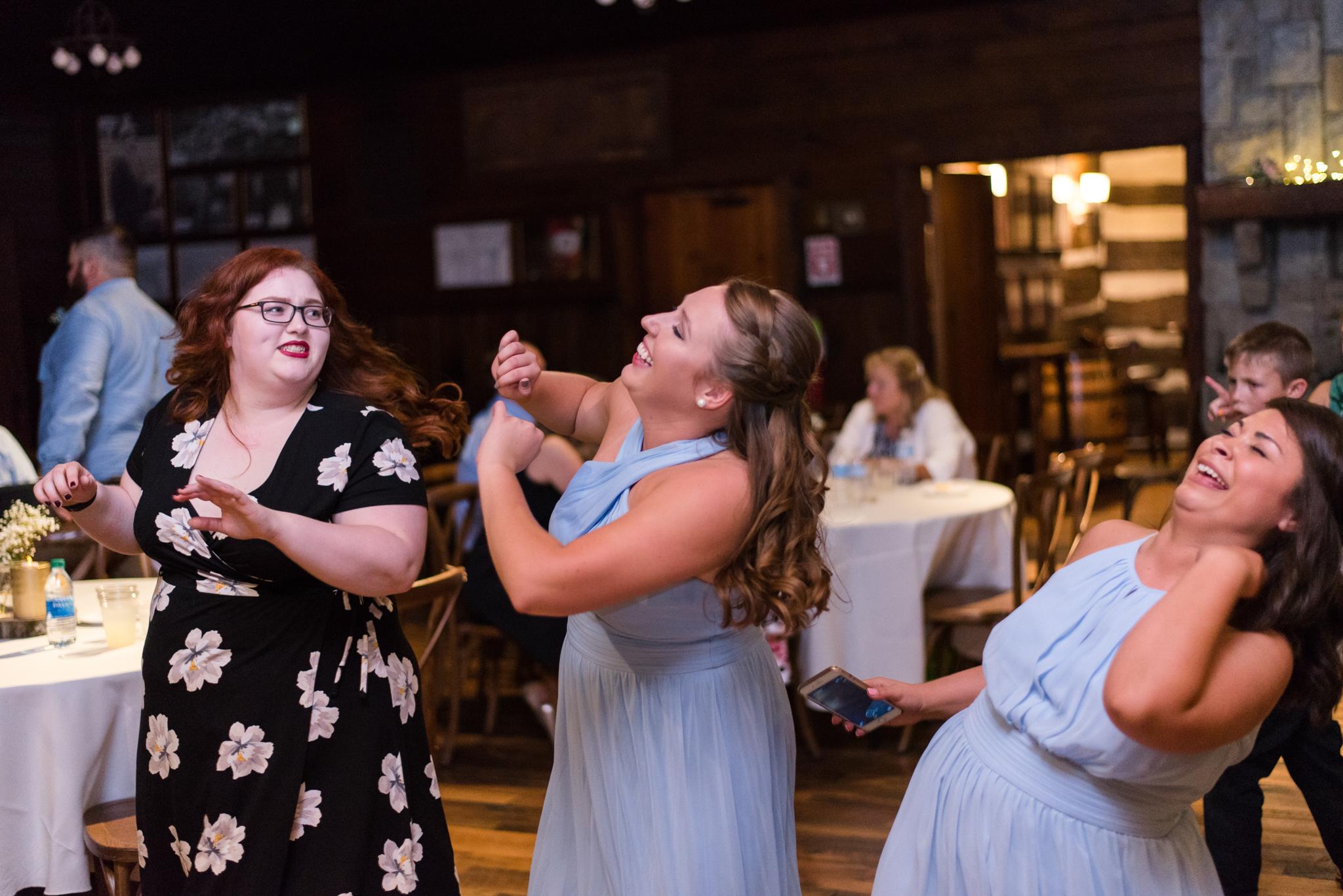 dancing at a Kentucky wedding
